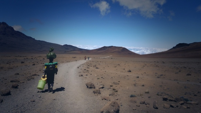 On the trail on Kilimanjaro - Boma Africa