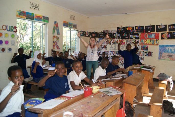 Lizzie teaches arts & crafts after school. Boma Africa